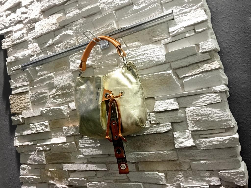 wandverkleidung_stein_montblanc_blanco_itali_panelpiedra_steinwand_paneele_steinpaneele_wandpaneele_wohn-room